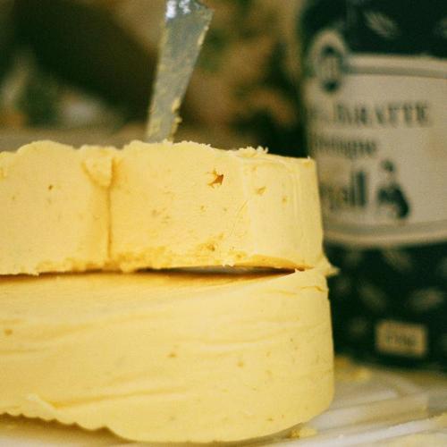 Motte-beurre-main-12259551