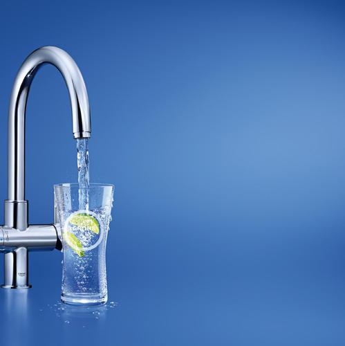 filtre-eau-main-3215414