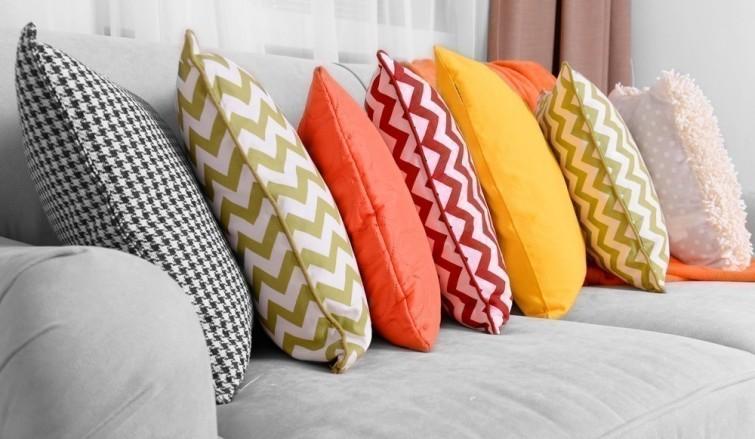 astuce pour nettoyer les oreillers et coussins sans utiliser la machine laver. Black Bedroom Furniture Sets. Home Design Ideas