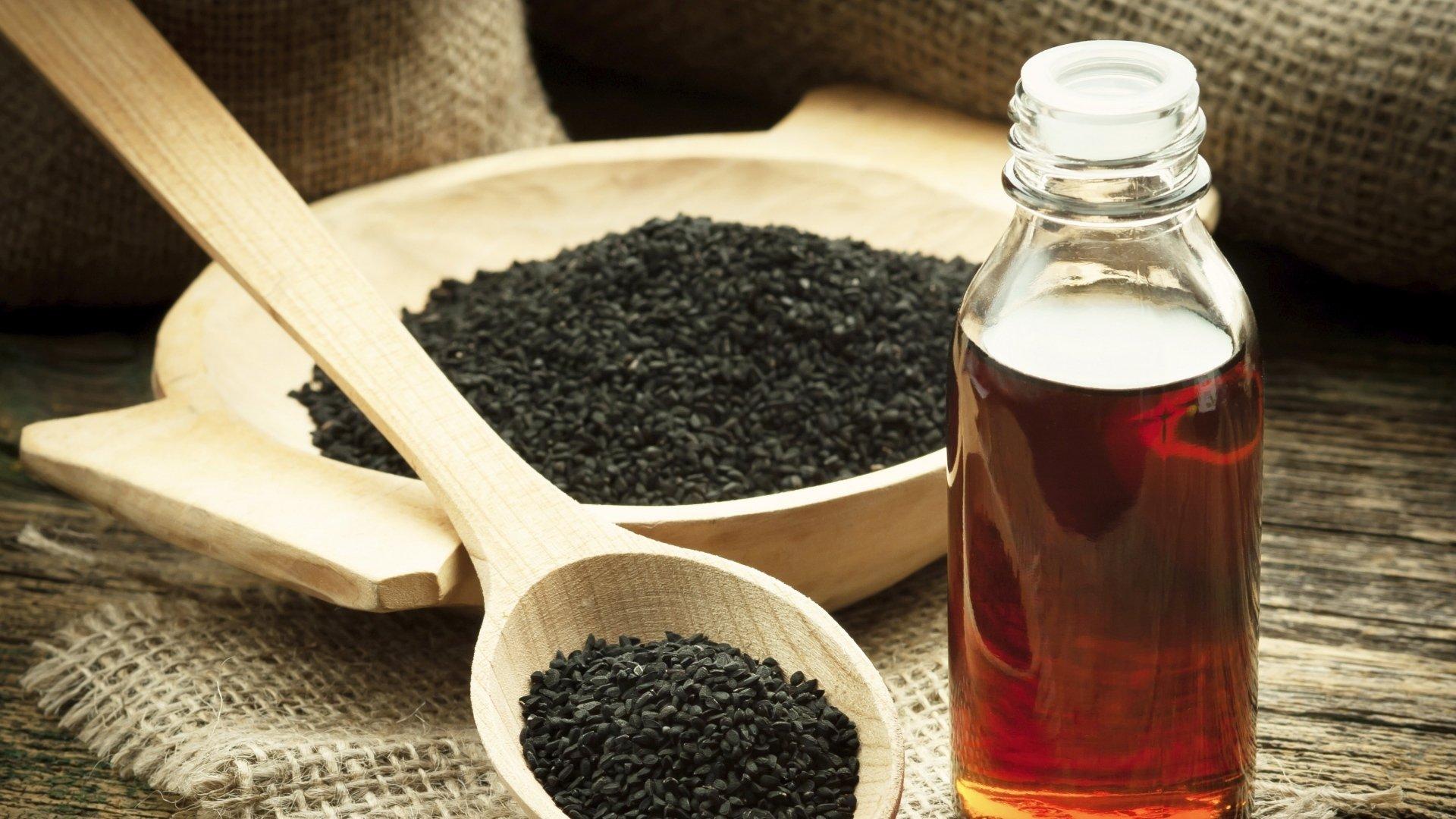 7 bienfaits et rem des de l huile de graine de nigelle. Black Bedroom Furniture Sets. Home Design Ideas